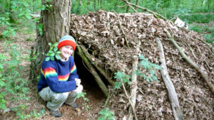 Wildnispädagogik-Laubhütte